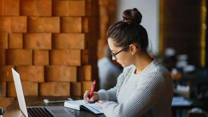 未経験からフリーランスエンジニアになるには?具体的な学習ステップとリスクを解説